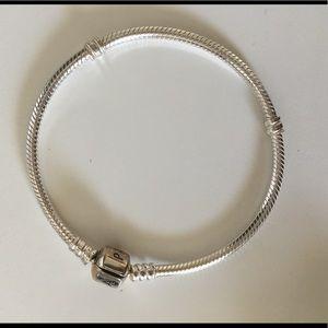 New never worn pandora bracelet